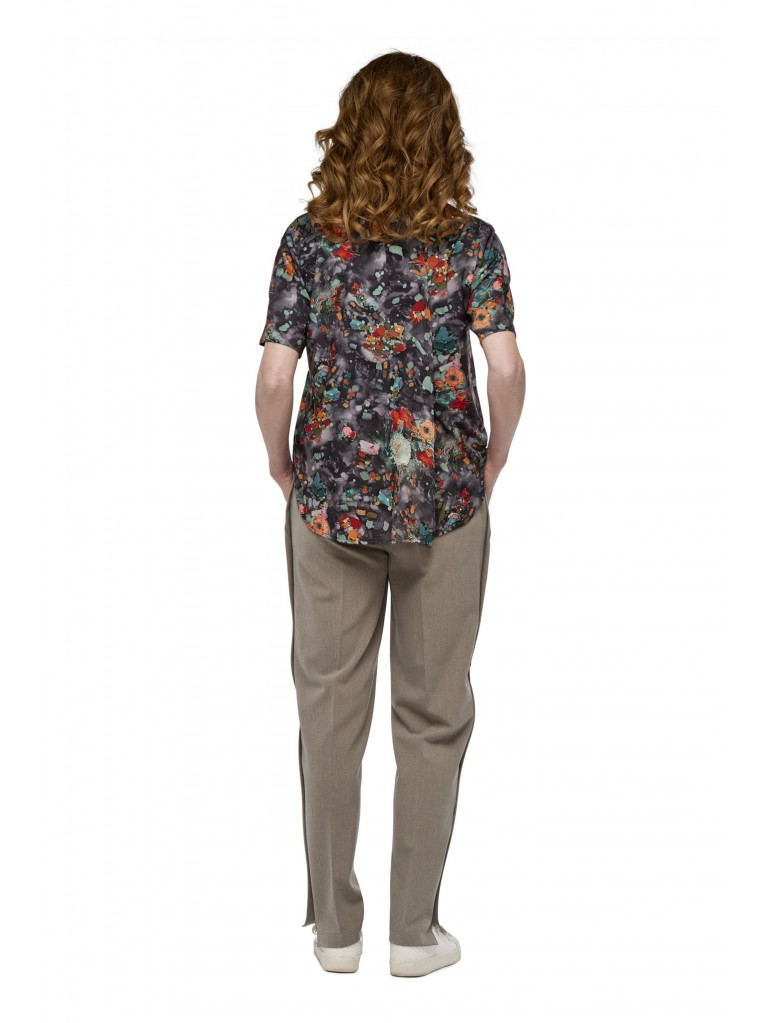 7251 Ladies blouse with a large fold